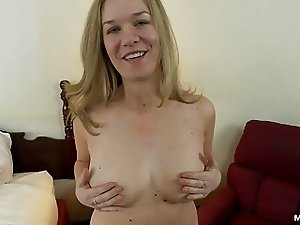 Thick amateur MILF with natural tits does anal porn